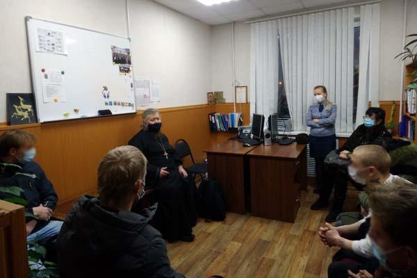 Помощник начальника УФСИН России по Тверской области по организации работы с верующими побеседовал с подучетными УИИ
