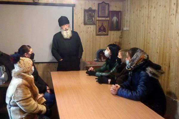 Подучетные УИИ УФСИН России по Тверской области встретились со священником, посетили лекцию и спектакль